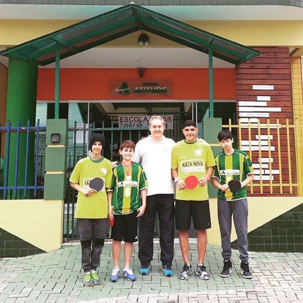 Parabéns ao nossos alunos do Fundamental II junto ao Prof. Ernani.  3º Lugar nos jogos escolares de Florianópolis. 🥉  Parab&eacu